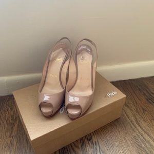 Nude patent leather peep toe sling back